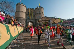 rosenmontagszug-rosenmontag-2015-karneval-koeln-37