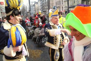 rosenmontagszug-rosenmontag-2015-karneval-koeln-61