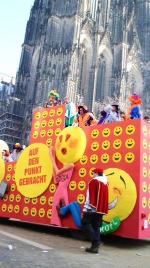 rosenmontagszug-rosenmontag-2015-karneval-koeln-73