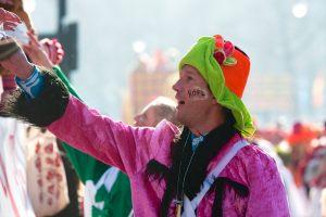 rosenmontagszug-rosenmontag-2015-karneval-koeln-92