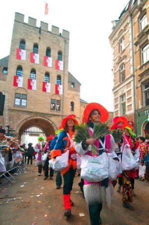 rosenmontagszug-rosenmontag-2015-karneval-koeln-95